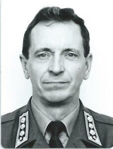 Eversti evp. Harri Liikanen toimi pitkään ja ansiokkaasti Liikasten sukuseuran puheenjohtajana. Vuonna 2015 hänet nimitettiin sukuseuran kunniapuheenjohtajaksi. Kangasniemen sukuhaara.