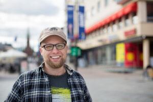 Veli Liikanen on  vihreiden puoluesihteeri ja Mikkelin kaupunginvaltuutettu. Kangasniemen sukuhaara.