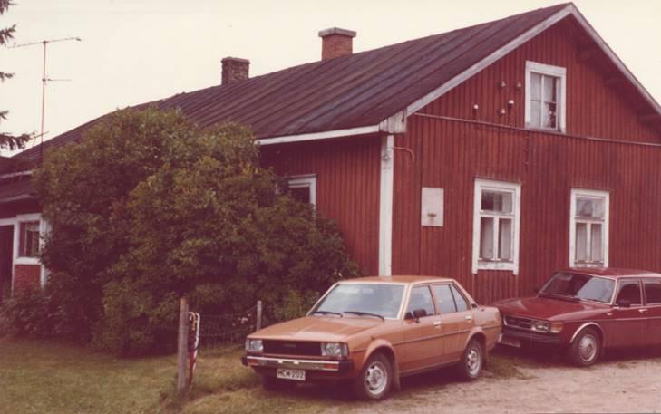 Vuonna 1985 Rantala näytti tällaiselta. Tässä talossa perustettiin sukuseura 20.7. Kuva Harri Liikanen.
